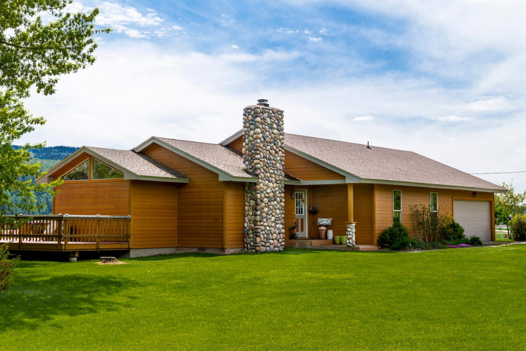 Spruce Siding on a modern ranch home